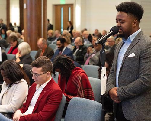 Bob Honest prays at NAD Year-End Meetings 2019
