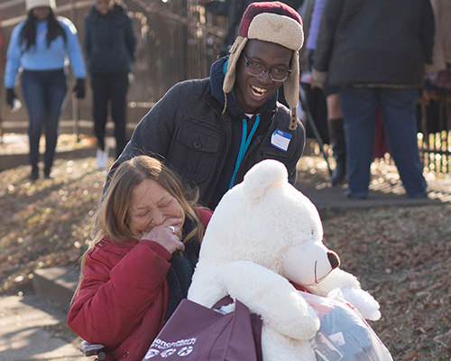 Southern Adventist University student helps woman