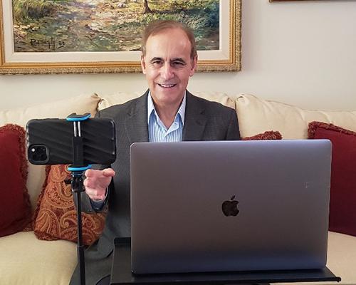 Escrito Esta online evangelistic series presented by Robert Costa