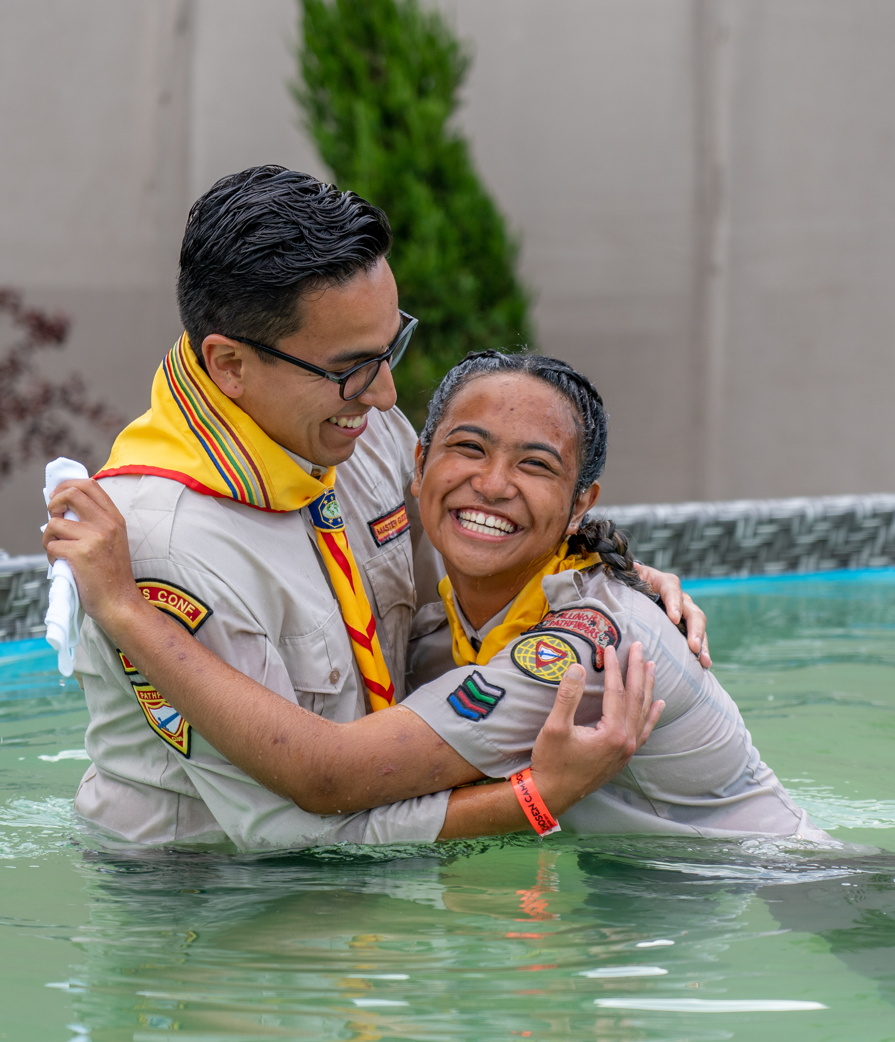 Pastor Michael Campos baptizes Kryslyn Maldonado, a Pathfinder from the Hinsdale Fil-Am Seventh-day Adventist Church (Ill.) during the 2019 Oshkosh camporee where a record-breaking total of 1,311 were baptized. Photo by Dan Weber