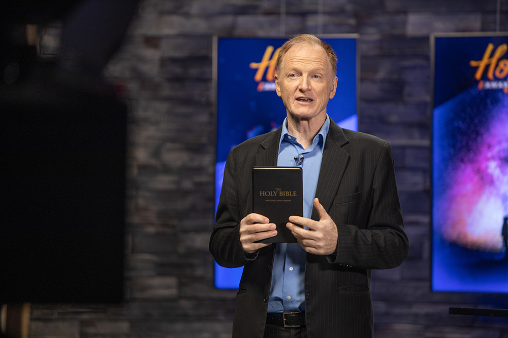Pastor John Bradshaw preaches during Hope Awakens, the first It Is Written virtual series.