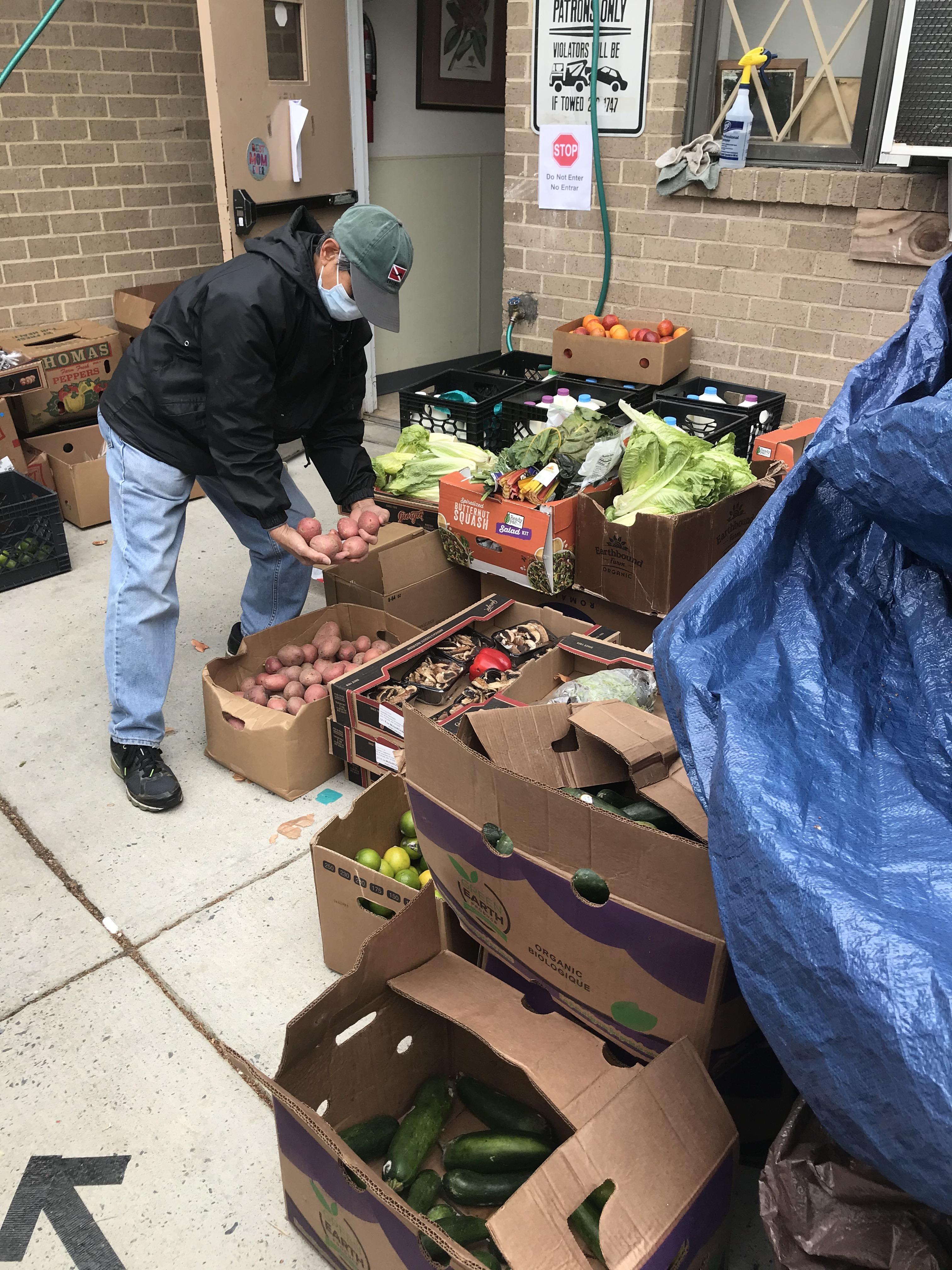 A volunteer of Adventist Community Services Greater Washington sorts fresh produce.