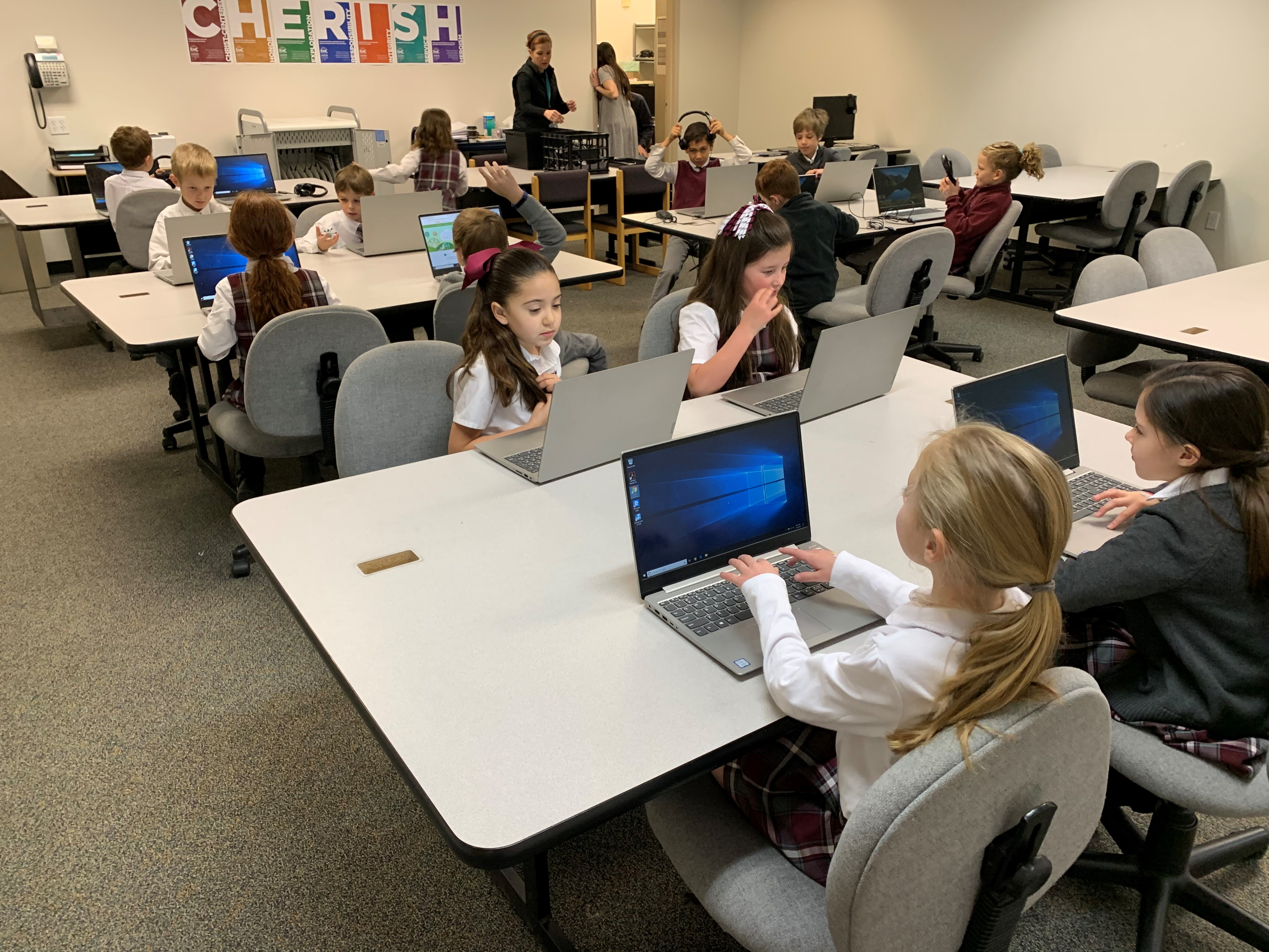 Vista Ridge Academy students use their new computer lab, funded in part by Versacare.