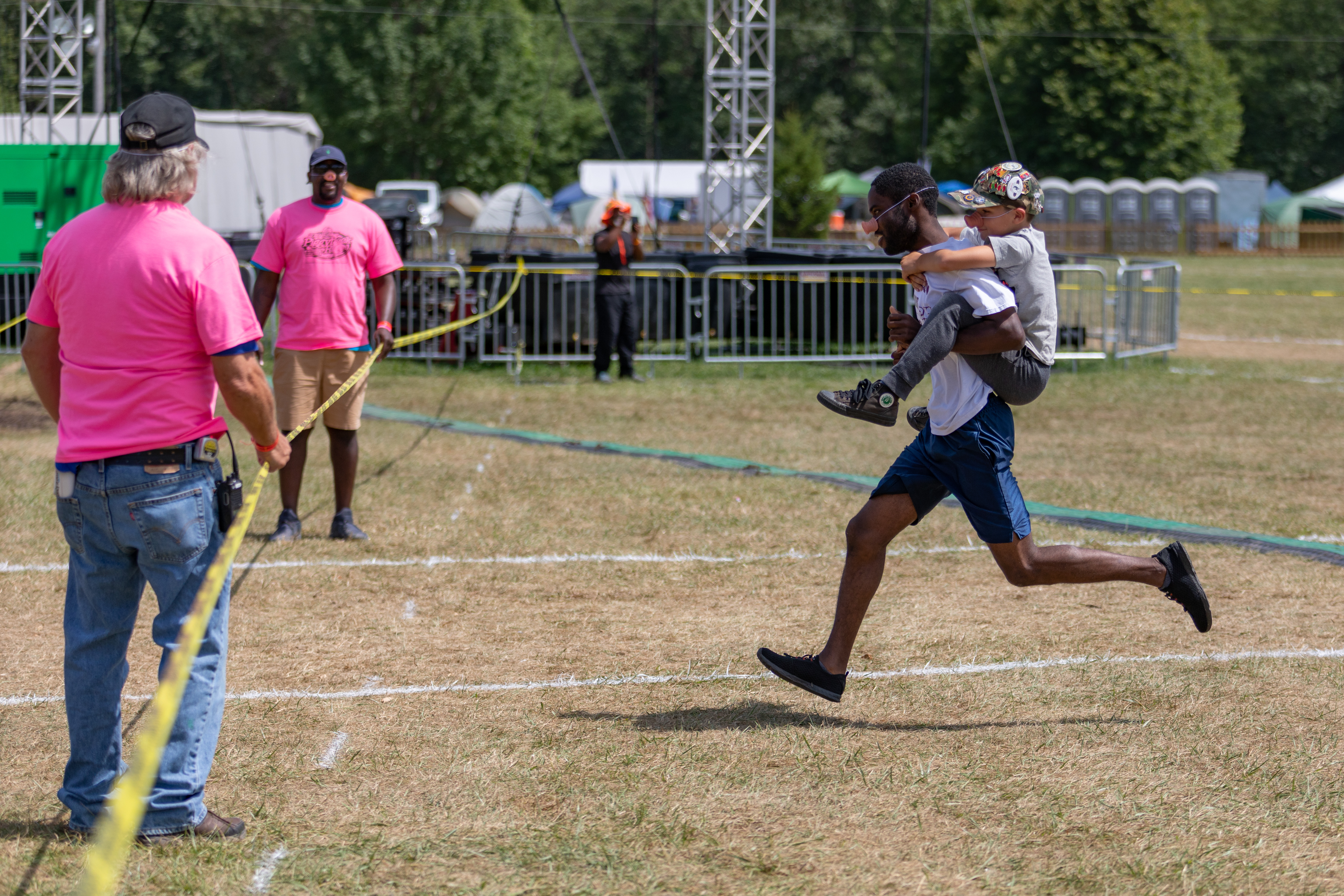 oshkosh 2019 piggy back race winner Anthony White photo